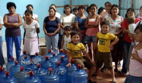 Agua purificada para evitar enfermedades gastrointestinales.