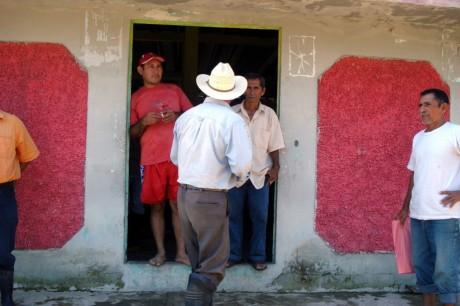 En la casa ejidal esperaron este jueves al edil que no llegó.