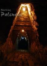 Escalina que desciende a la camara funeraria de Pakal.