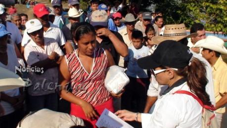 La entrega de ayuda se efectuó de manera organizada y documentada.