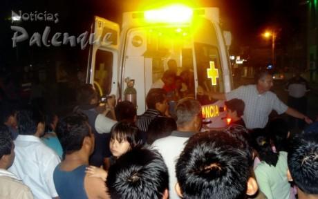 Numerosos palencanos dieron la vuelta en la moderna ambulancia.