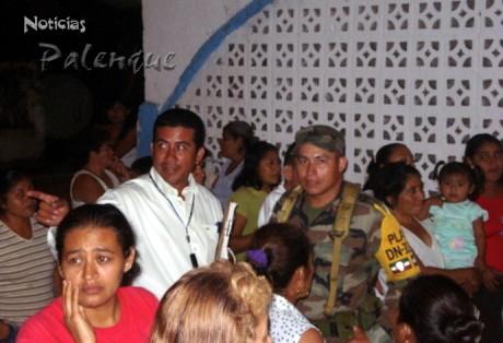 Protección Civil y el Ejército atienden a daminficados dia y de noche.