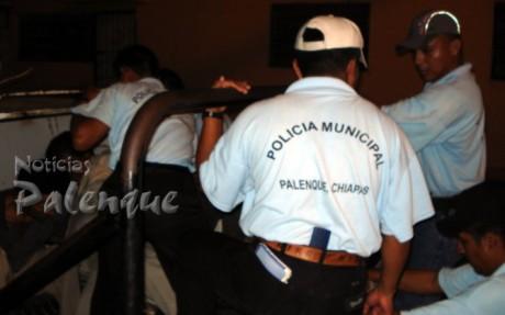Acusan a la municipal de realizar detenciones arbitrarias.
