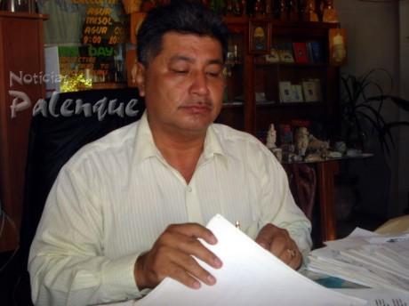 El empresario mostró todas las denuncias que hay en contra del guatemalteco.