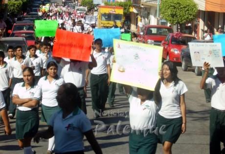 Los estudiantes participaron en labores de concientización.