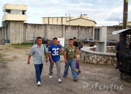 Momento en que recobran su libertad los detenidos de Tumbalá.