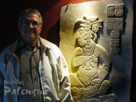 Toda la obra escultorica de David Morales está inspirada en la plástica maya.