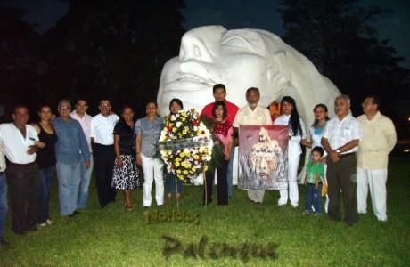 Un grupo de ciudadanos celebró el natalicio del gobernate maya.
