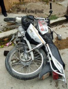 La moto fue arrastrada por el cafre.
