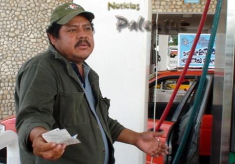 Con pretextos futiles defrauda la gasolinera al rechazar sus vales.