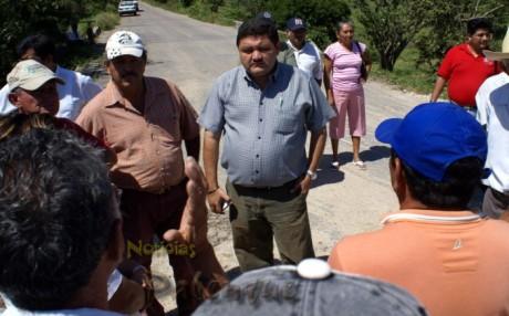 El candidato del PRI realizó visitas domiciliarias en Chilón.