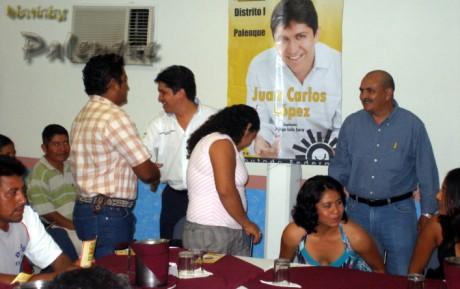 Juan Carlos López recibió el respaldo de educadores.