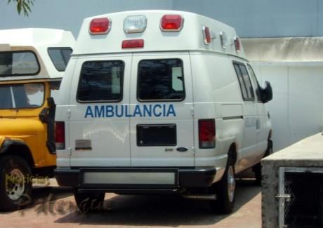 La ambulancia nueva permanece estacionada en el patio de la jurisdicción.