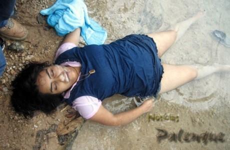 Sus compañeros lograron sacar el cuerpo a la orilla del río.