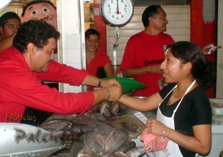 Juan José convivió con los locatarios del mercado de Guadalupe.
