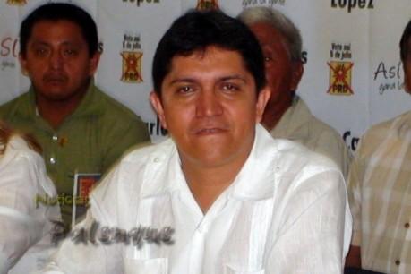 Juan Carlos López en su arrogancia no soporta la crítica y reprime.