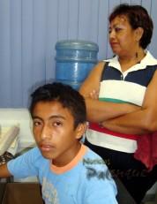 El muchacho y su madre denunciaron los abusos policiacos.