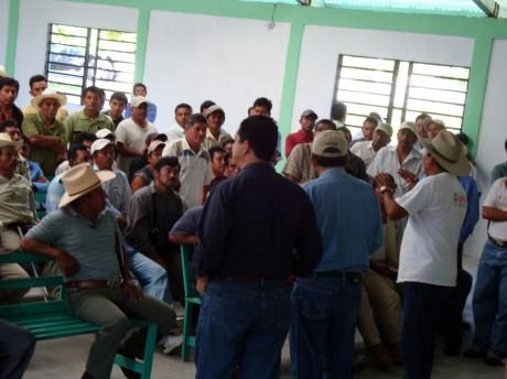 Las 33 comunidades se negaron a dejar instalar las casillas.