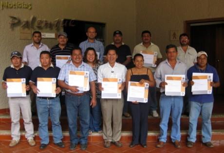 Los trabajadores de INAH recibieron reconocimiento a su antiguedad.