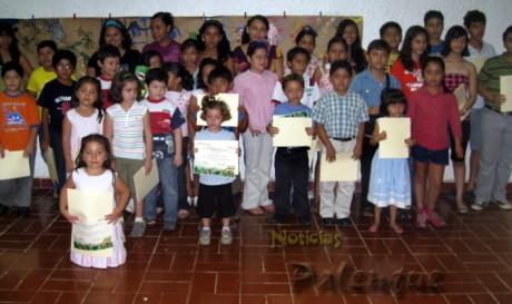 Parte de los niños que concluyeron el taller de verano del INAH.