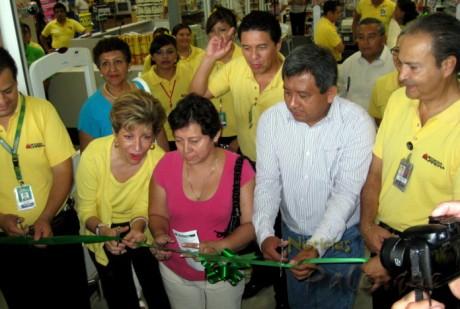 Wall Mart inauguro en Palenque su tienda numero 26 en Chiapas.