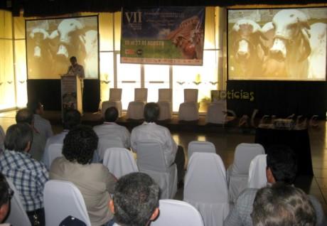 En un hotel se desarrolla el II Congreso Internacional de Criadores.