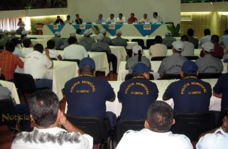 Los cuerpos policiacos de la región recibieron el curso de la PGJE.