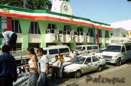 Los transportistas sitiaron el Palacio Municipal.