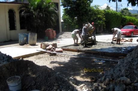 Los vecinos criticaron que en tan poco tiempo la obra ya presenta defectos.