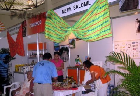 Productos distintivos de Chiapas se exhiben en el evento ganadero.