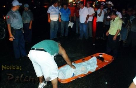 Sospechan que el mismo auto de las Flores mató al atropellado.
