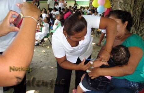 Todas las vacunas a todos los niños.
