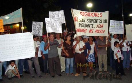 Cerca de 500 personas se manifestaron en demanda de obras.