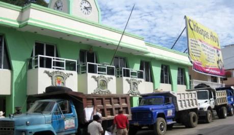 Los volqueteros se plantaron ante el Palacio Municipal.