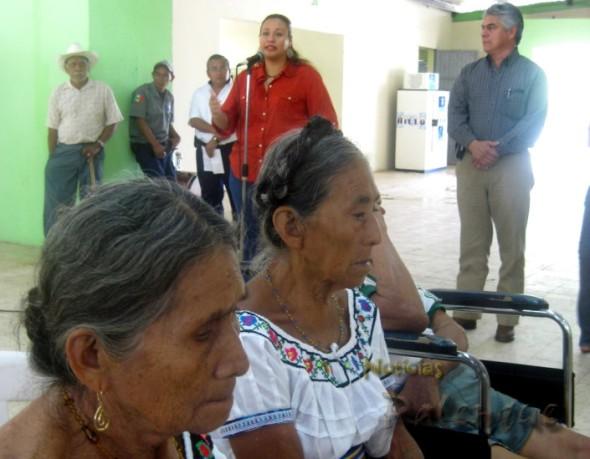 Los abuelitos recibieron el incremento en su apoyo estatal_ER