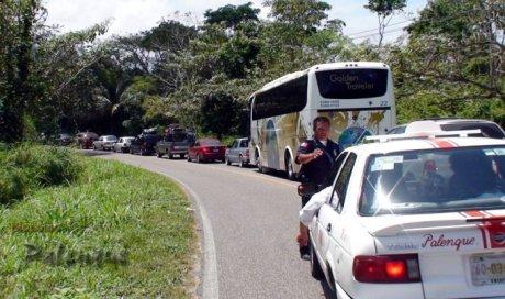 Largas filas de vehiculos en la ZA y balnearios naturales