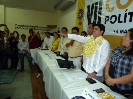 El diputado federal con licencia rindió protesta ante el Consejo Político Estatal