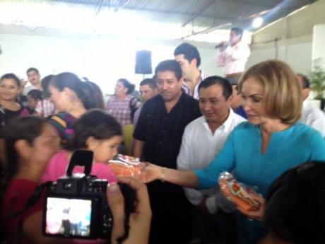Leticia-Coello-entrega-de-juguetes-2