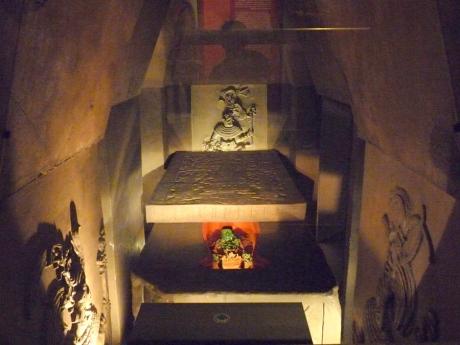 Ajuar_funerario_de_Pakal_el_Grande_(Museo_Nacional_de_Antropología)-001